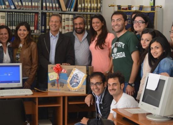 Il Rotaract Bisceglie dona un pc alla Biblioteca Comunale