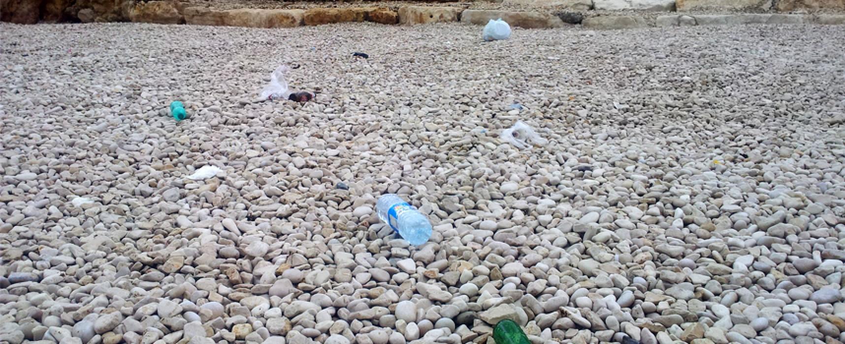 Salsello, dopo 24 ore dall'inaugurazione la spiaggia già piena di rifiuti