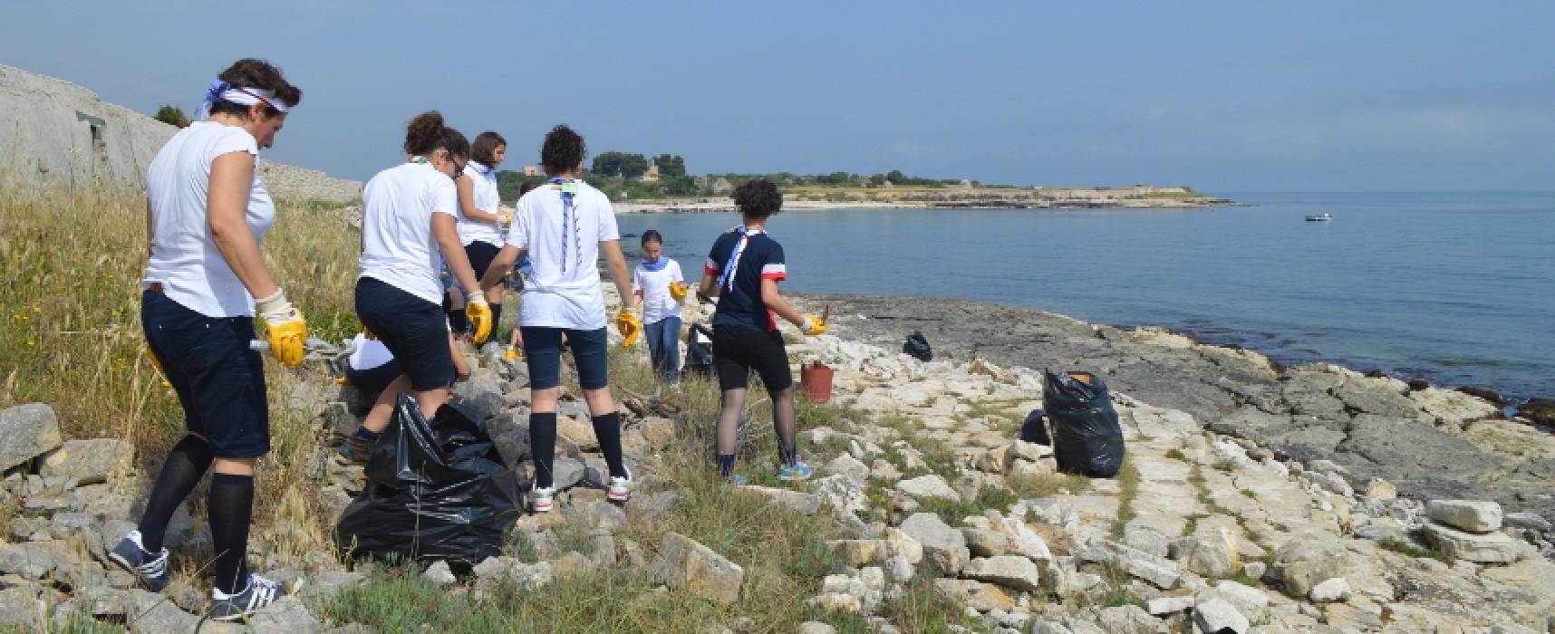 Scout Agesci Bisceglie all'opera per la pulizia della spiaggia tra Cala Pantano e Torre Calderina