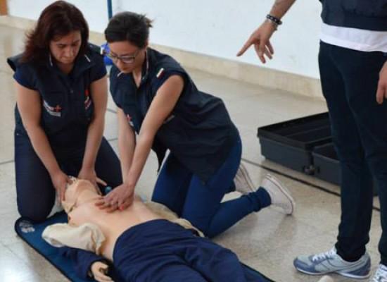 """""""Come salvare la vita a un bambino"""": FOTO E VIDEO delle pratiche di primo soccorso"""