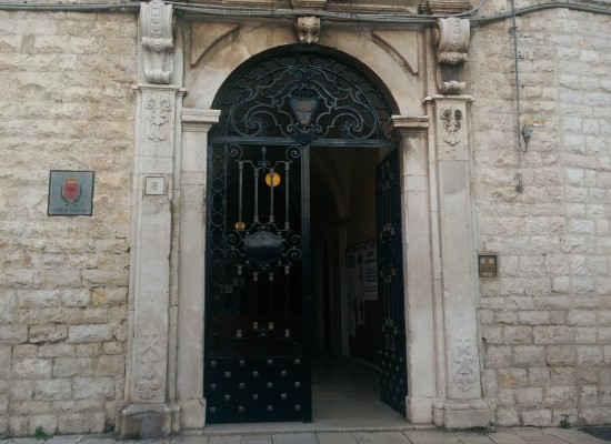"""Estate Biscegliese, contributi comunali per """"Notte di Poesia al Dolmen"""" e spettacolo di Uccio De Santis"""