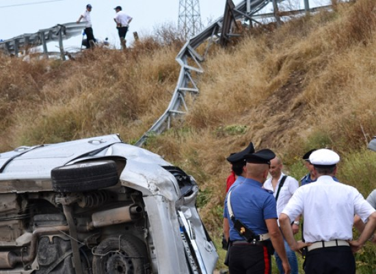 Incidente mortale sulla 16bis, auto finisce sulla complanare sottostante / VIDEO
