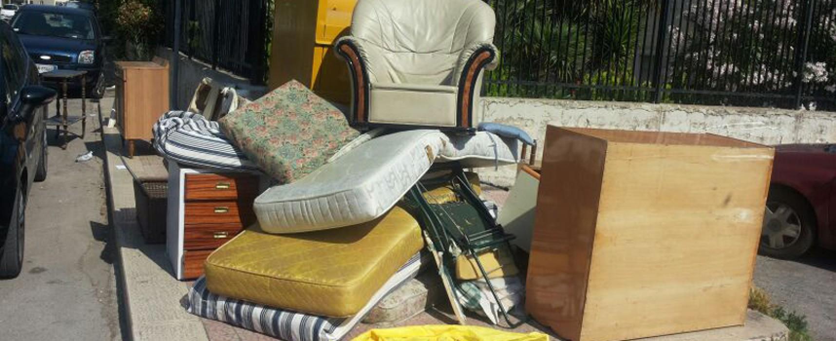 Enorme cumulo di vecchia mobilia a Sant'Andrea, tutto ripulito celermente / FOTO