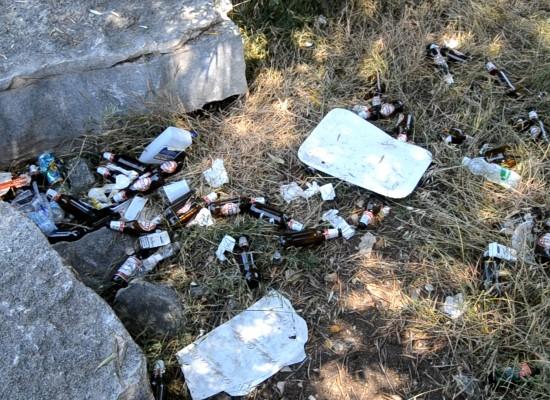 """""""Conca dei Monaci"""" ed """"Arena del mare"""", parcheggi ricettacolo di rifiuti e sporcizia / VIDEO"""