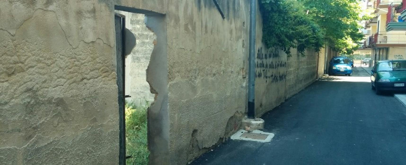 """Vandali in azione, scardinata una porta d'accesso del """"Di Liddo"""""""