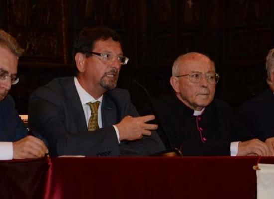 """Il vaticanista Muolo a Bisceglie: """"Papa Francesco pontefice di lotta, contro il male"""" / FOTO"""