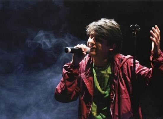 """""""Angeli in blue Jeans"""", il giovane biscegliese De Candia live il 3 agosto al teatro Mediterraneo"""