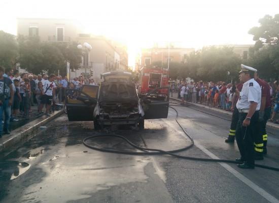 Auto in fiamme tra Piazza Vittorio Emanuele e Palazzuolo / VIDEO