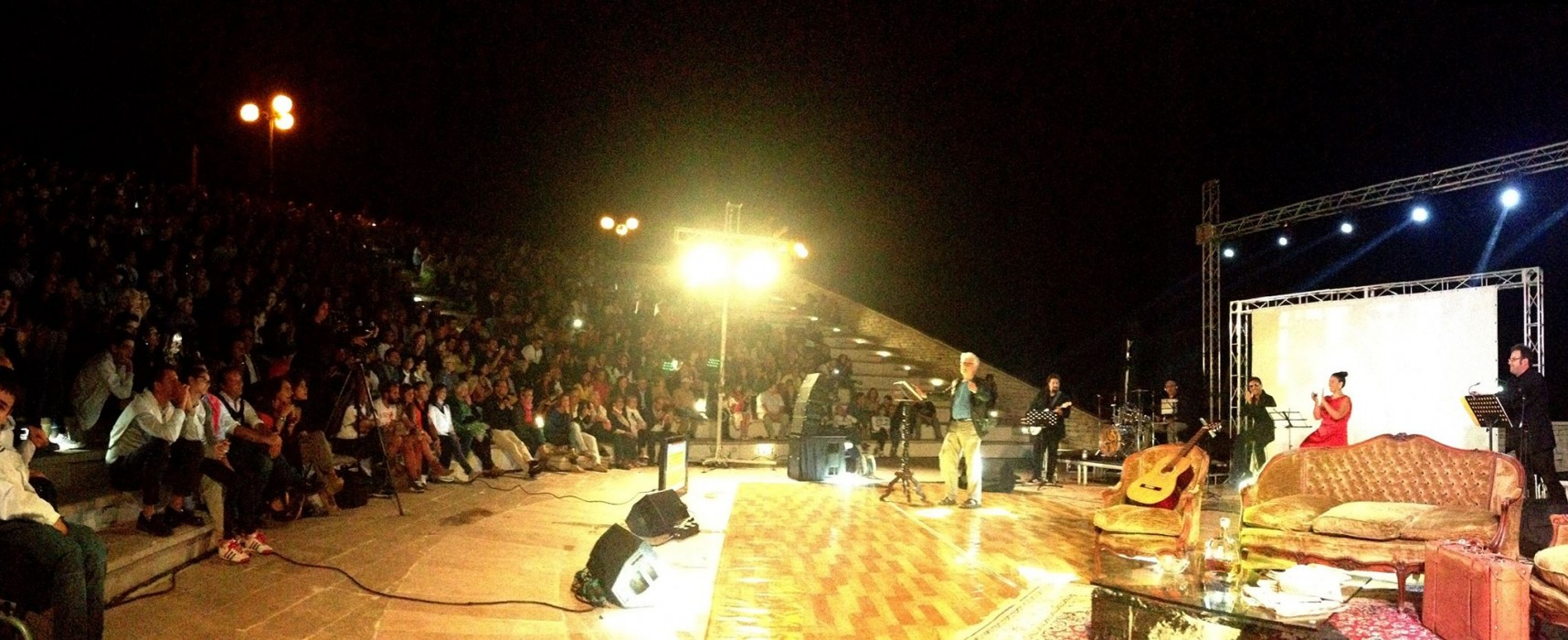 """""""Non escludo il ritorno"""": Teatro Mediterraneo stracolmo per Placido, incasso in beneficenza / VIDEO"""