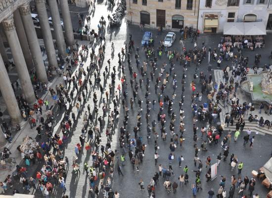 Sentinelle in piedi in piazza a Bisceglie il 5 Ottobre, nessun cenno sulla vicenda del presunto prete gay membro dell'associazione