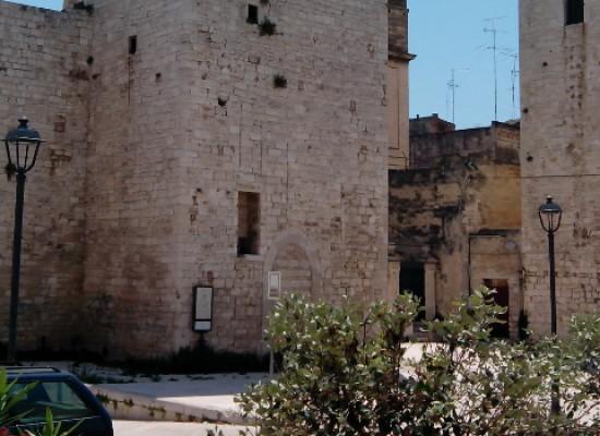 """""""Pittura, scultura, prosa e poesia nell'arte figurativa pugliese"""" al castello svevo"""