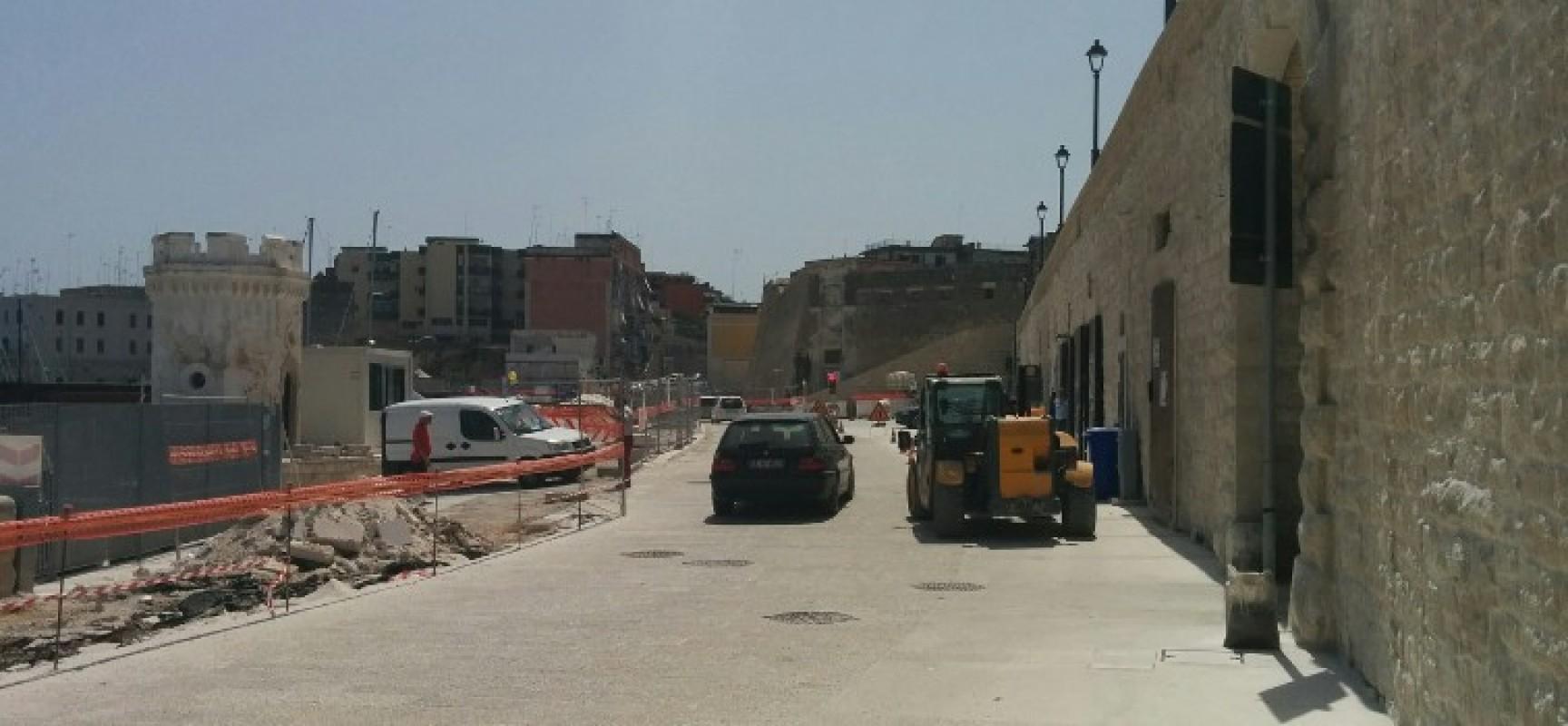 Via Nazario Sauro nuovamente percorribile in ambo i sensi, continuano i lavori