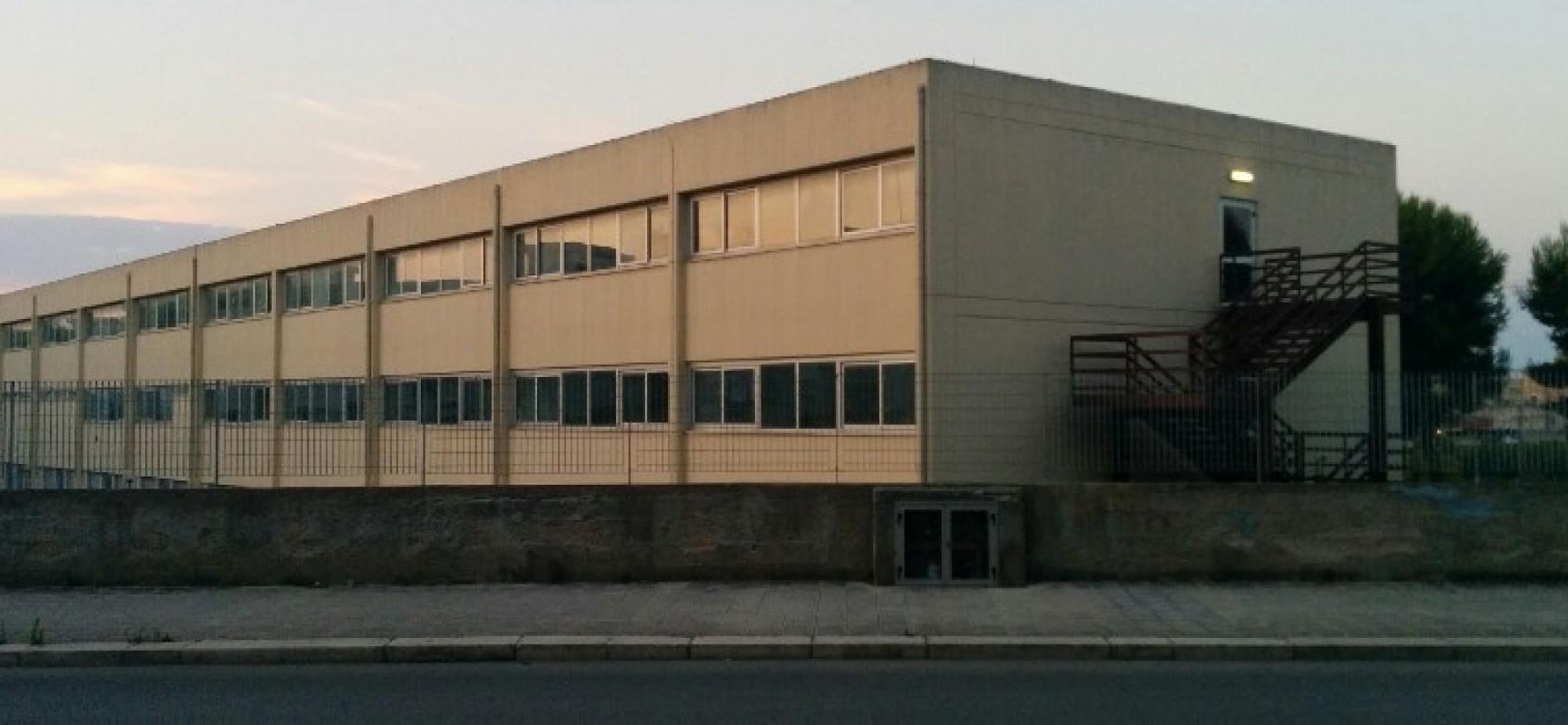 Vandali devastano aula della scuola primaria di via Carrara Reddito