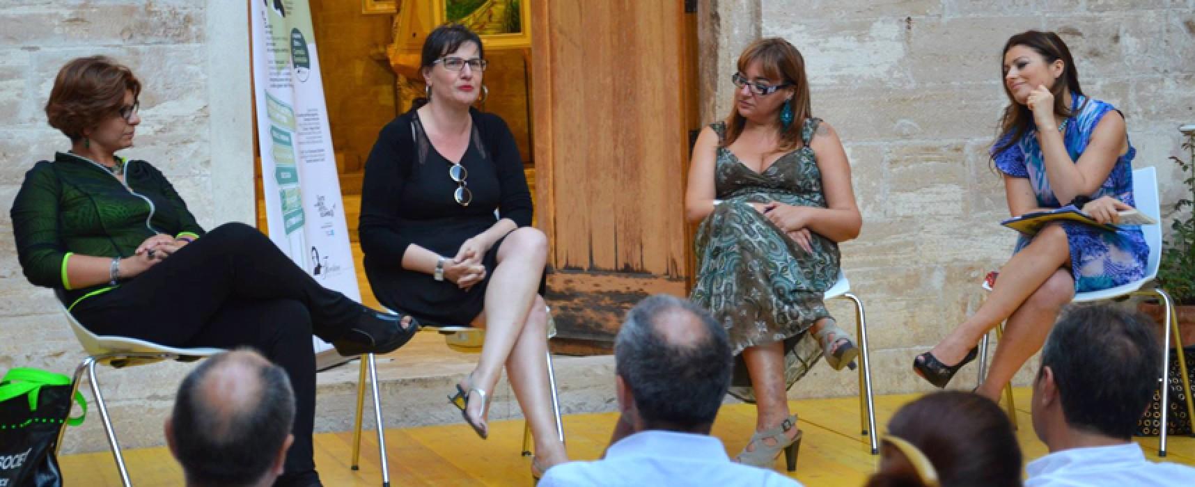 """La giornalista Carmela Formicola ha chiuso i """"Pomeriggi all'ombra di un libro"""" / FOTO"""