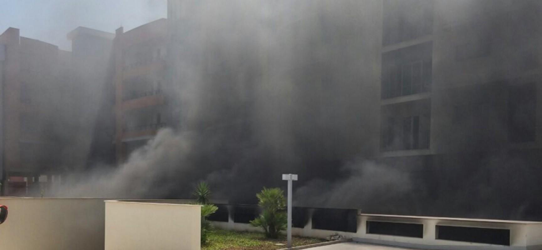Stamane incendio ad un'auto nel garage di due condomini nella zona 167 / FOTO
