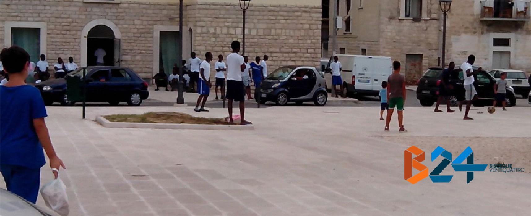 Dopo le espulsioni dei giorni scorsi arrivano otto richiedenti asilo al centro di Largo Castello