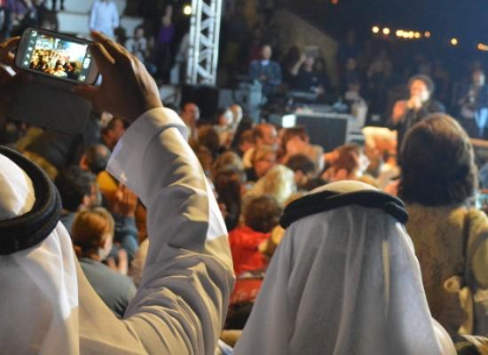 La musica afro-partenopea di Enzo Avitabile trascina, coinvolge, esalta Bisceglie / FOTO