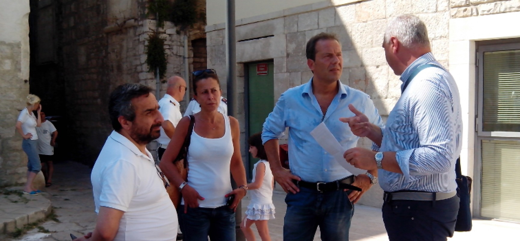 80 profughi ospitati a Bisceglie / Intervista AUDIO al Sindaco Francesco Spina / FOTO