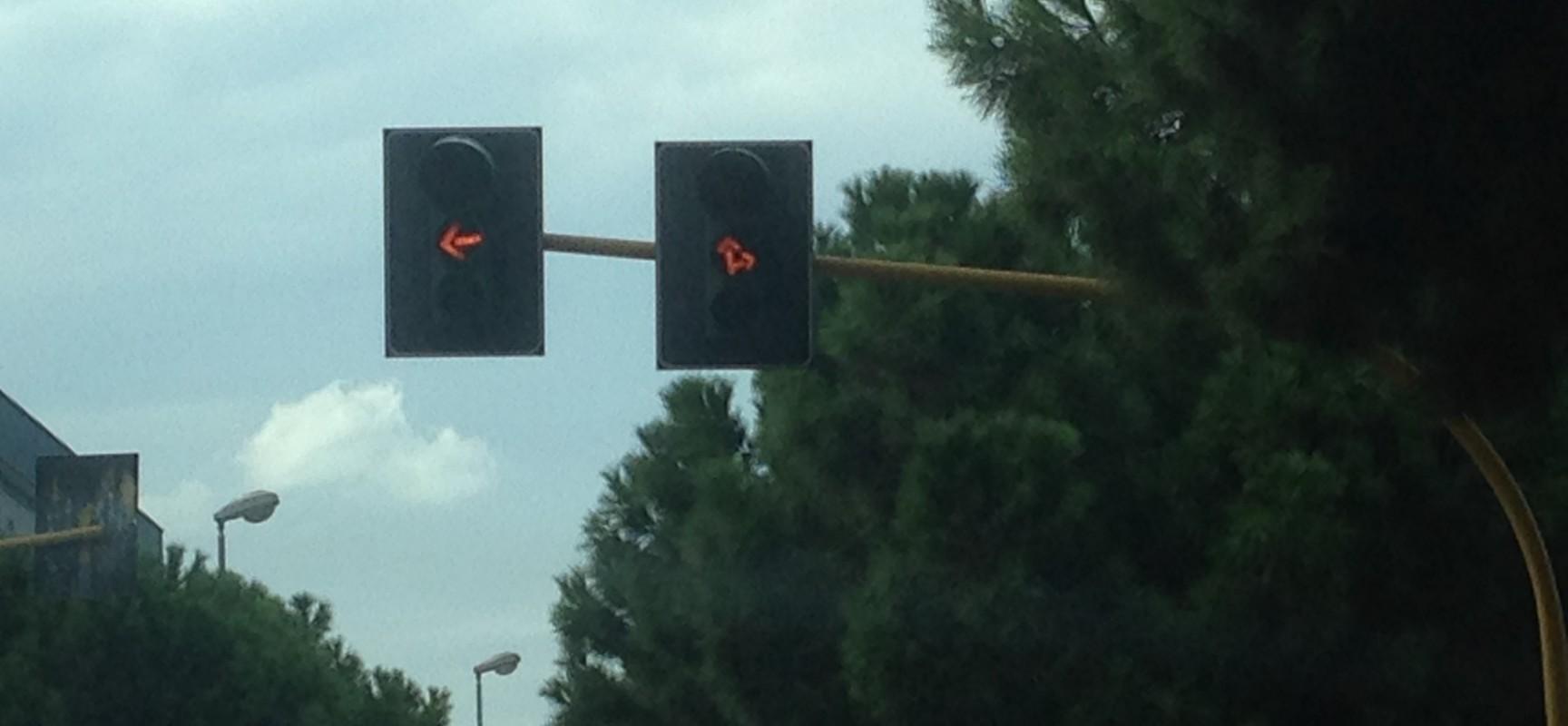 Guasto da tre giorni il semaforo di Via Pozzo Marrone