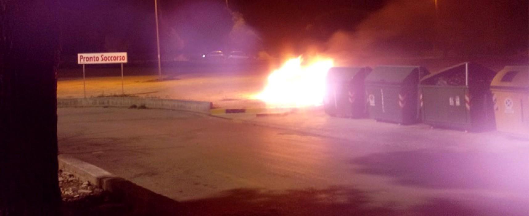 Nella notte in fiamme una Lancia Lybra nel parcheggio dell'ospedale