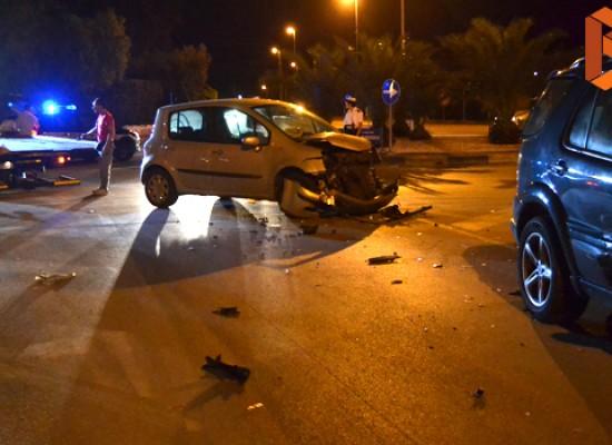 Violento incidente ieri sera alla rotonda tra via Sant'Andrea e Strada del Carro / FOTO