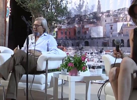 """Vittorio Sgarbi alle Vecchie Segherie Mastrototaro per presentare il nuovo libro """"Il Novecento"""""""