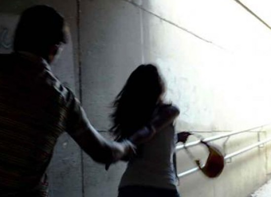 Biscegliese 40enne scippa e aggredisce una studentessa con calci e pugni a Trani. Arrestato dai Carabinieri