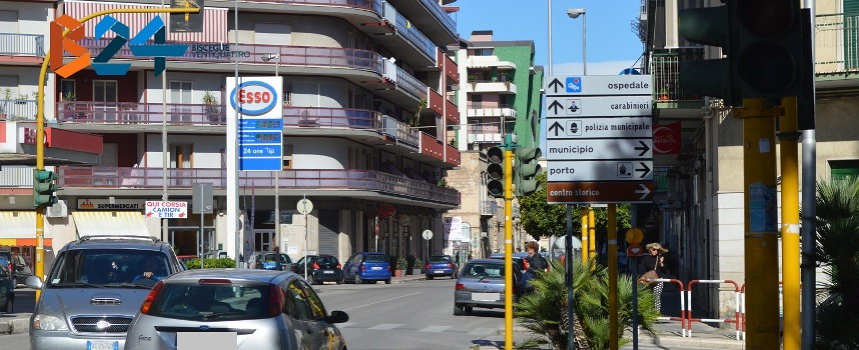 Via Imbriani/Via Seminario, semafori spenti da cinque giorni e traffico in tilt / FOTO