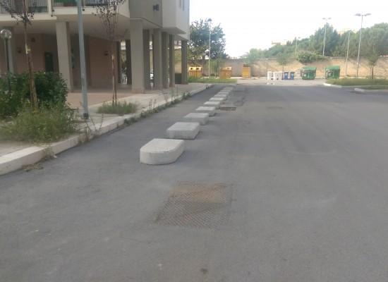 Via i cordoli in pietra dalla zona 167, la pista ciclabile sarà delimitata dalla sola segnaletica stradale orizzontale