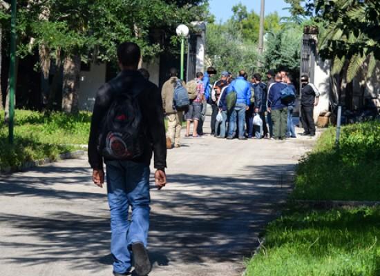 Profughi, il senatore Amoruso chiede chiarimenti al Ministero dell'Interno