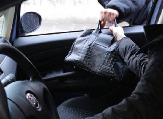 Donna scippata mentre era alla guida della sua auto in piazza San Giovanni Bosco