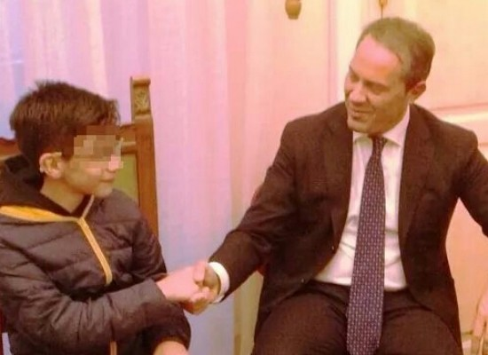 Il sindaco incontra il piccolo Francesco, il ragazzo disabile che ha difficoltà a raggiungere la sua scuola