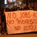 Studenti e lavoratori scendono in piazza per manifestare contro il governo Renzi
