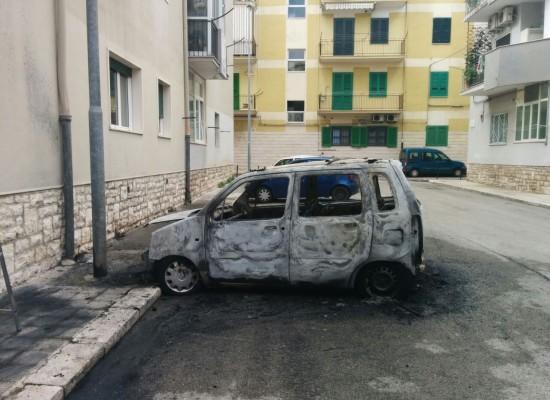 Due auto in fiamme nella notte, una in via don Luigi Sturzo e l'altra in una traversa di via De Gasperi