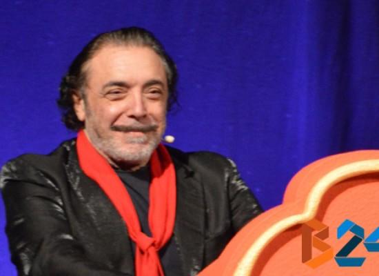 """Nino Frassica, Maestro di comicità e di solidarietà, presenta la sua """"autobiografia"""" / VIDEO e FOTO"""