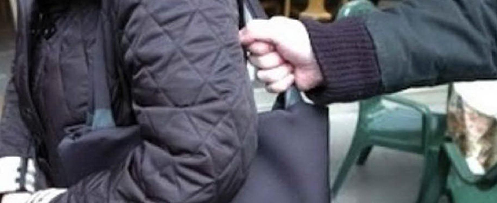 Scippo al mercato sventato da due vigili in borghese: fermata una donna