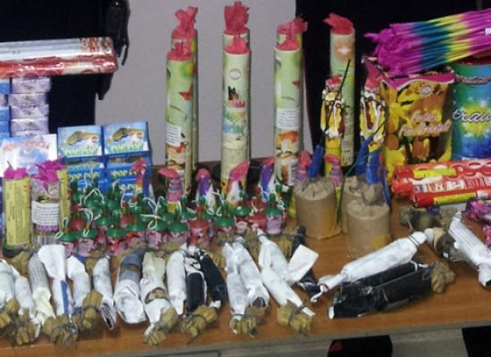 Nasconde 29 bombe carta e fuochi pirotecnici nell'auto, 17enne biscegliese denunciato dai carabinieri
