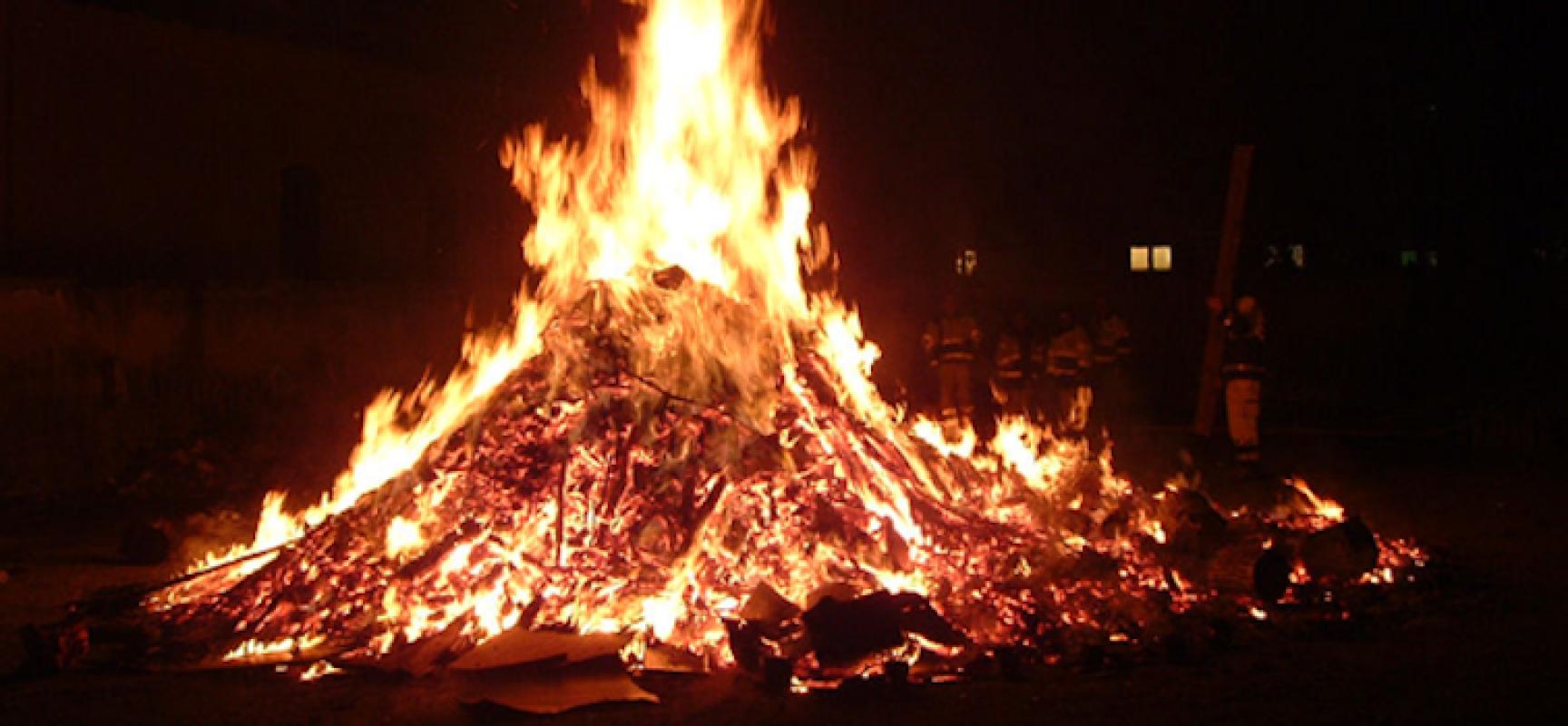Vigilia dell'Immacolata, oggi è il giorno dei falò: la tradizione tra sacro e profano