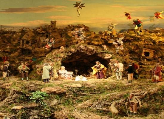 Natale, stasera accensione di presepe e albero in centro