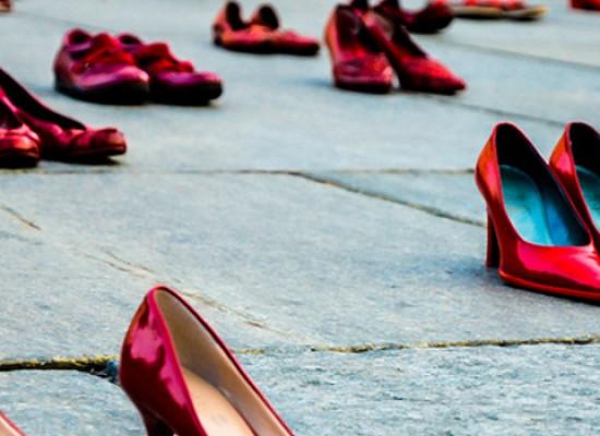 Associazione Sarah, scarpe rosse da donna in piazza in ricordo delle vittime di femminicidio