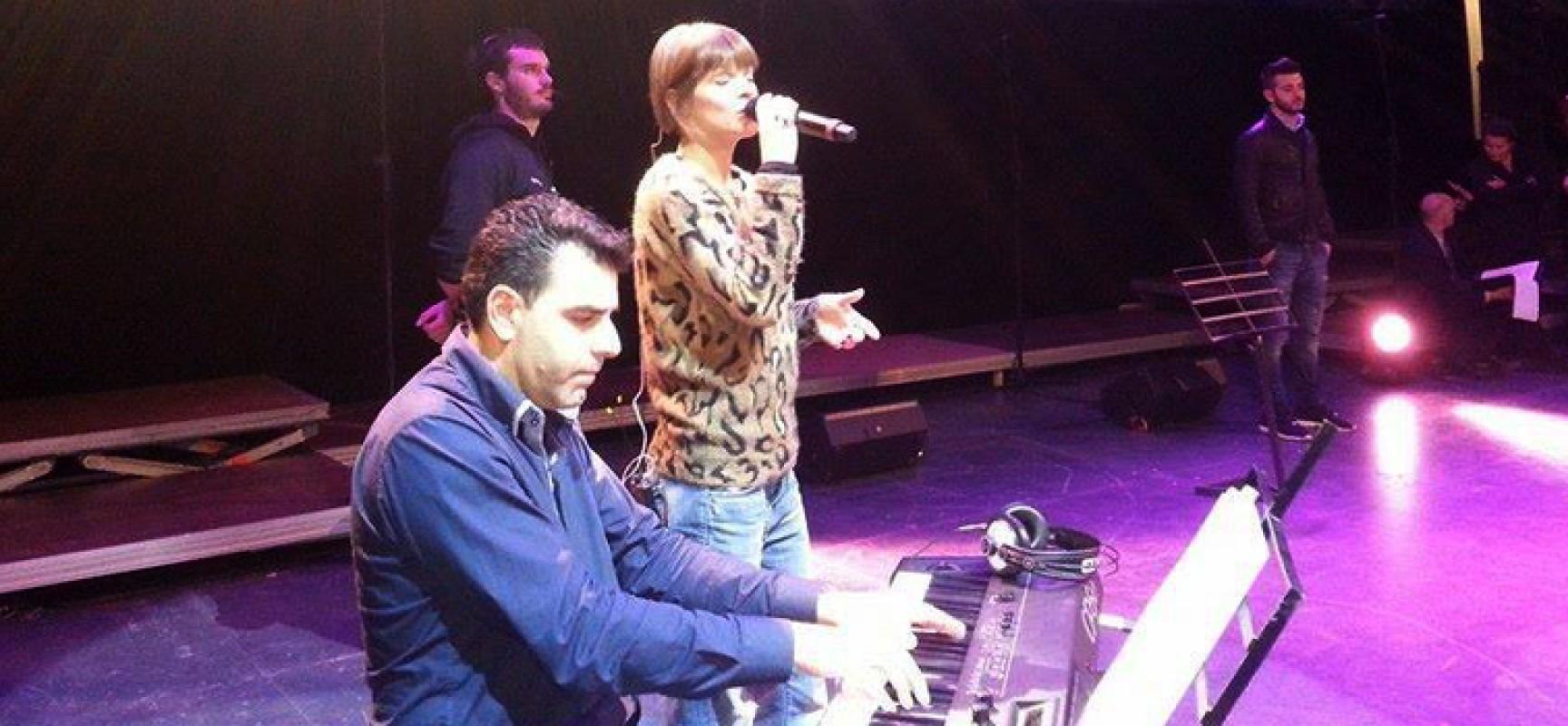 Il biscegliese Arcieri ha suonato per Alessandra Amoroso al Jubilmusic: stasera in onda su Tv2000 alle 23