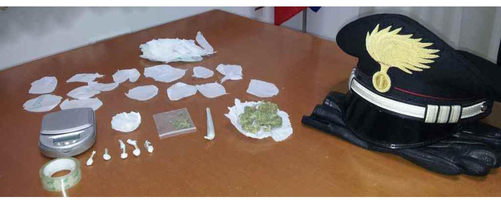 Carabinieri arrestano quattro 18enni e un 20enne. Confezionavano ketamina pronta per lo spaccio