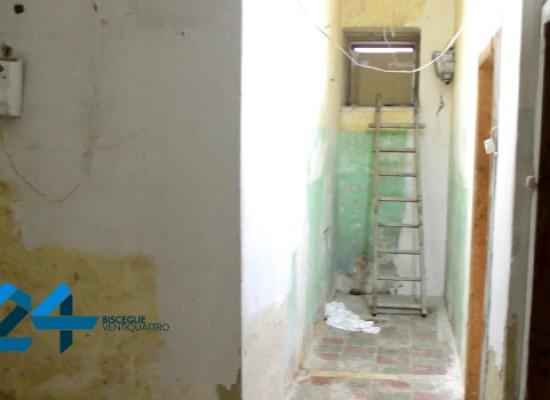 Occupati locali in via Taranto, quattro famiglie chiedono un alloggio al Comune / VIDEO