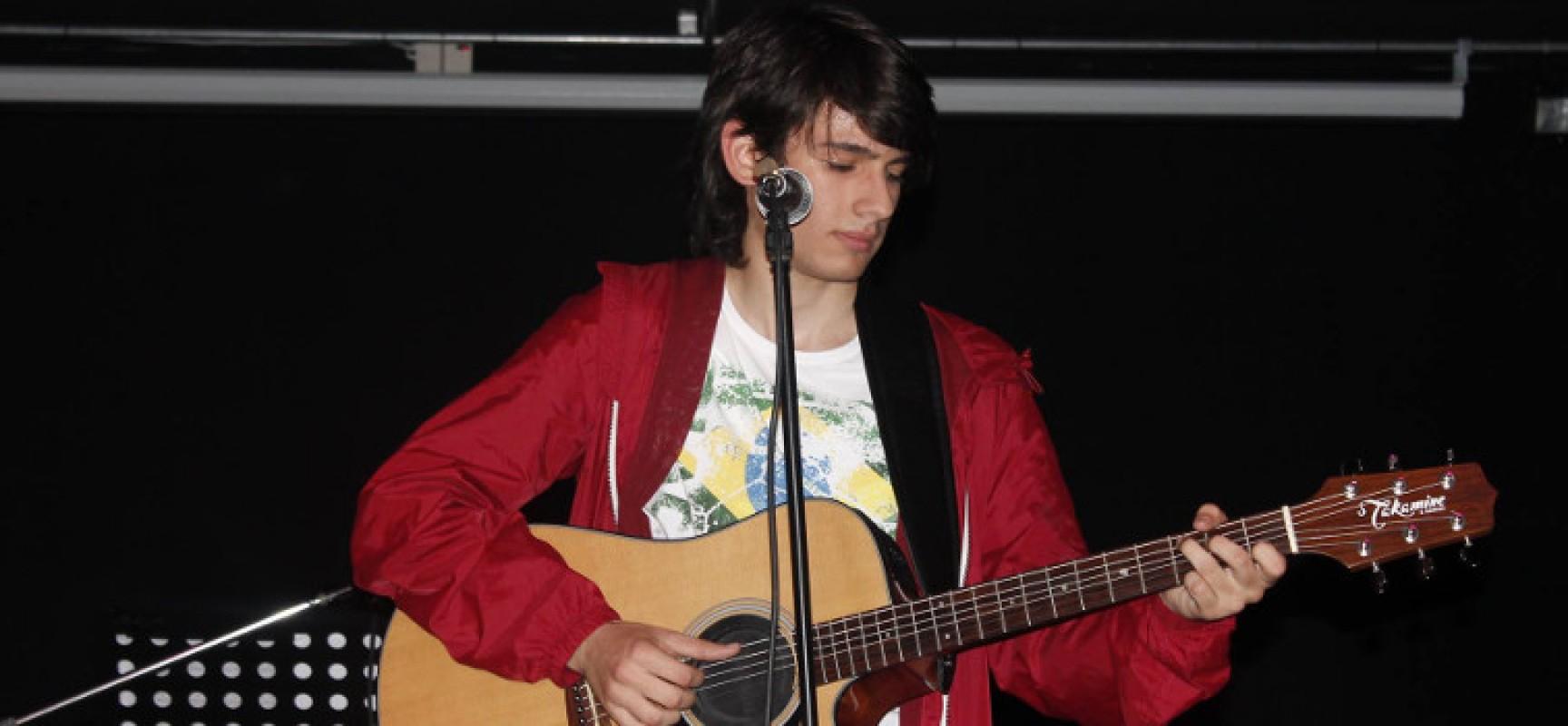 Il cantautore biscegliese Giuseppe De Candia alla conquista di Sanremo