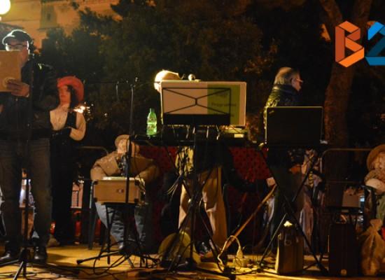 Bisceglie torna a festeggiare il Carnevale e Piazza Vittorio Emanuele si riempie / FOTO