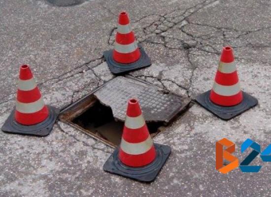 Rotatoria via Veneto/via Isonzo, si spacca tombino, intervengono Polizia Municipale e Ufficio Tecnico / FOTO