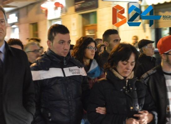 Corteo in memoria di Mauro Di Lecce, commozione e dolore ma anche la rabbia dei cittadini /VIDEO