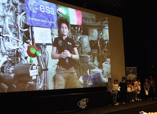 Il racconto dell'incontro tra ragazzi della Monterisi e l'astronauta Cristoforetti / FOTO e VIDEO