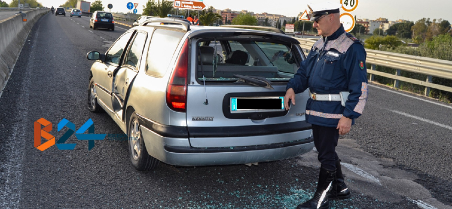 Tir perde la ruota di scorta, rocambolesco incidente sulla 16 bis / FOTO