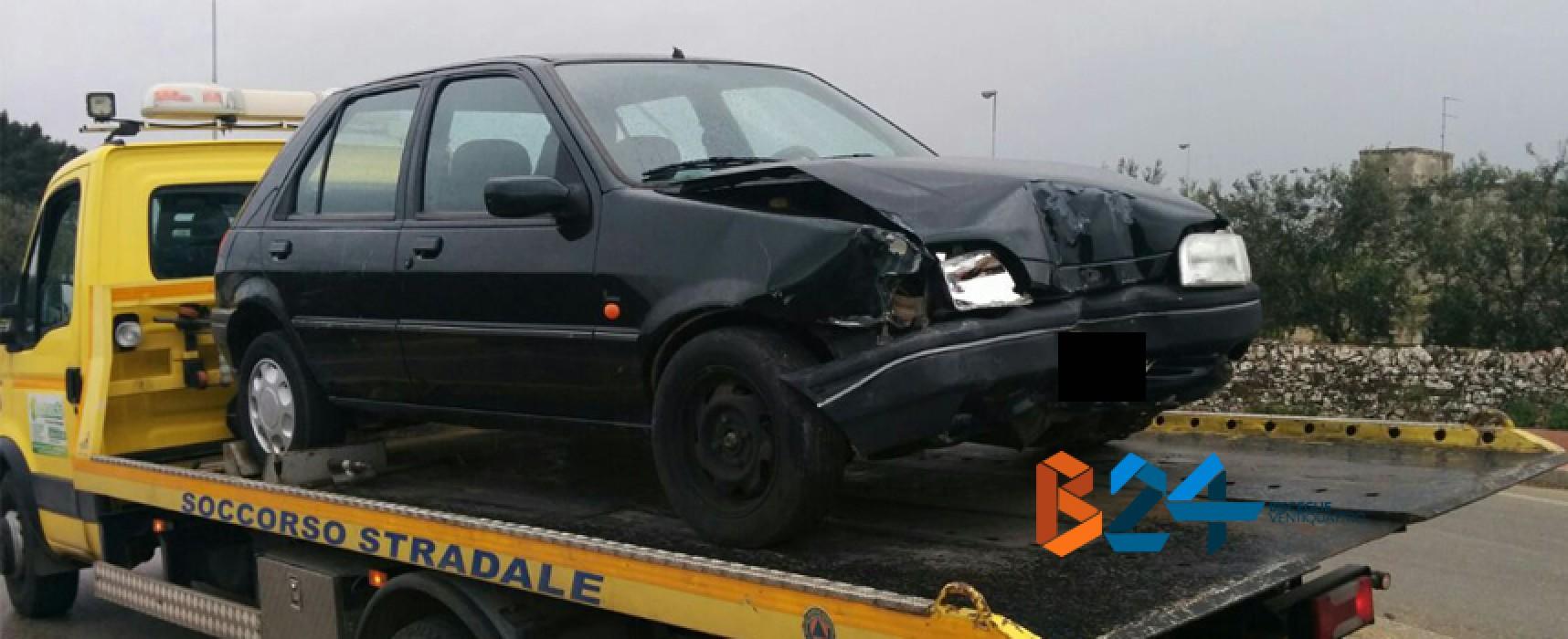 Incidente in via Andria: auto abbatte la segnaletica stradale vicino l'uscita Bisceglie nord